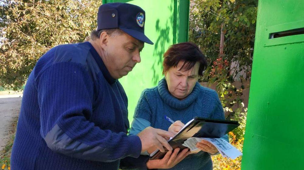 Сотрудники ГКУ РК «Пожарная охрана Республики Крым» продолжают профилактическую работу с населением по предотвращению пожаров
