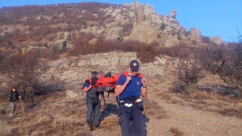 Сотрудники «КРЫМ-СПАС» оказали помощь туристам, получившим травмы в горно-лесной зоне полуострова