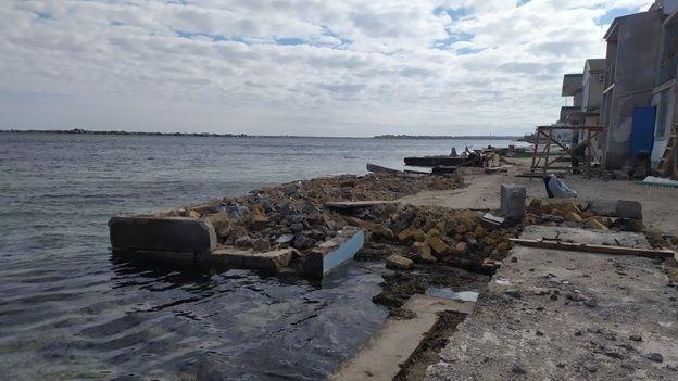 Госинспекторами Минприроды Крыма установлен факт сброса строительных отходов в акваторию озера Донузлав