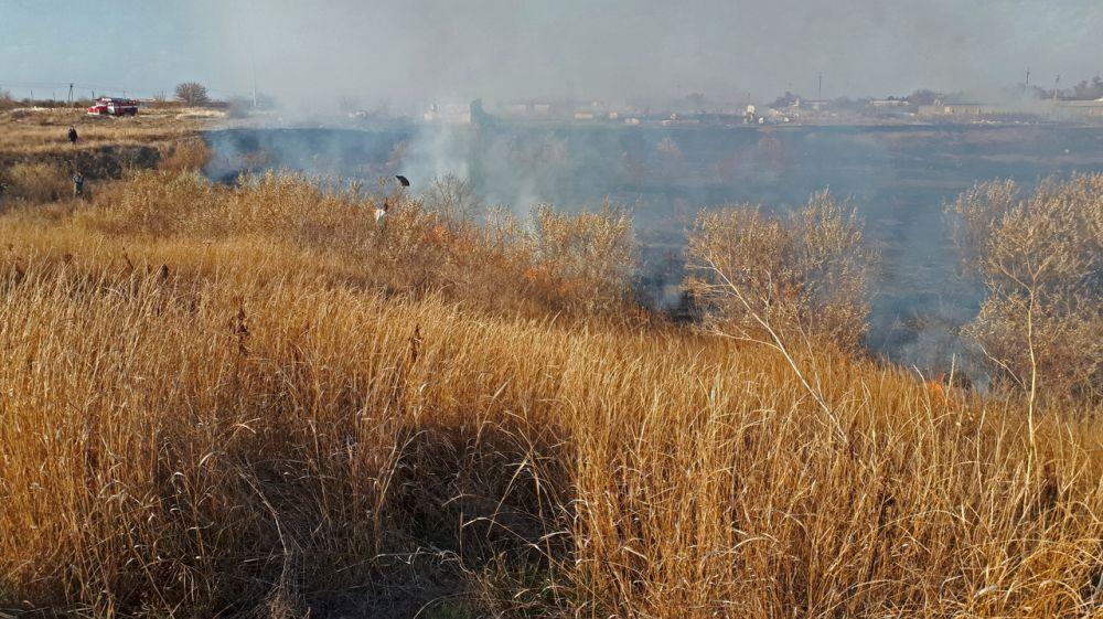 Огнеборцы ГКУ РК «Пожарная охрана Республики Крым» ликвидировали крупное возгорание сухой растительности в Кировском районе