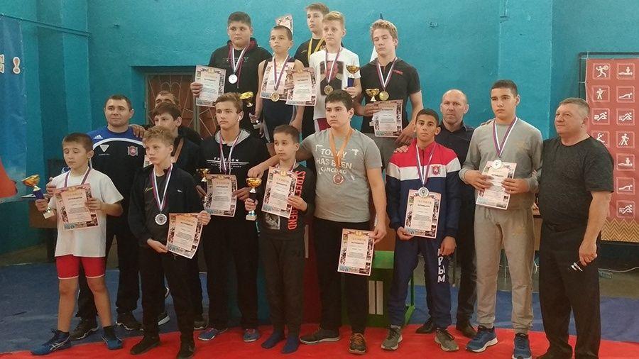 Все победители и призеры Республиканских юношеских соревнований по греко-римской борьбе в Бахчисарае