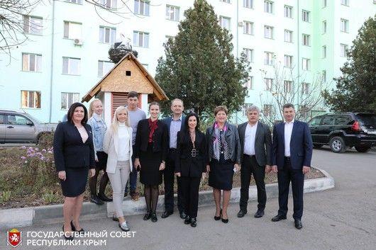 В симферопольском сквере Добра депутаты высадили именные клёны и липы
