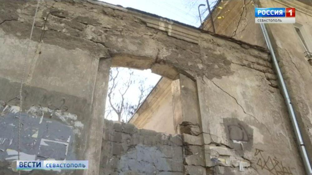 Фасады на ул. Советской очистят по швейцарской технологии