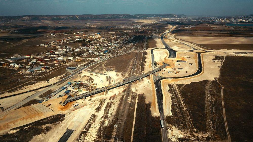 Самый большой путепровод трассы «Таврида» готов наполовину