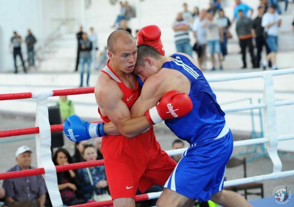 Севастопольский боксер Максим Коптяков одержал третью победу на чемпионате России