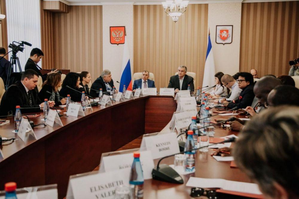 Иностранных журналистов знакомят с Севастополем