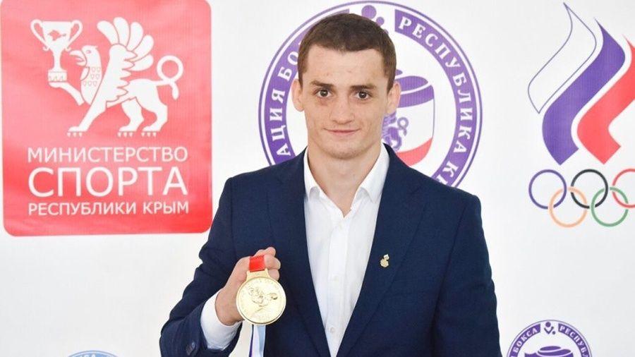 Чемпион мира Глеб Бакши провел мастер-класс для юных симферопольских боксеров