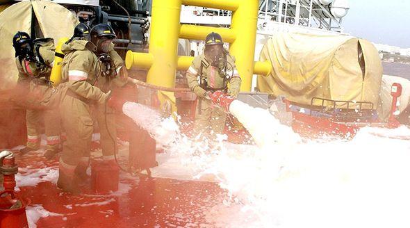 Экипажи кораблей Черноморского флота отработали действия при ЧП на борту