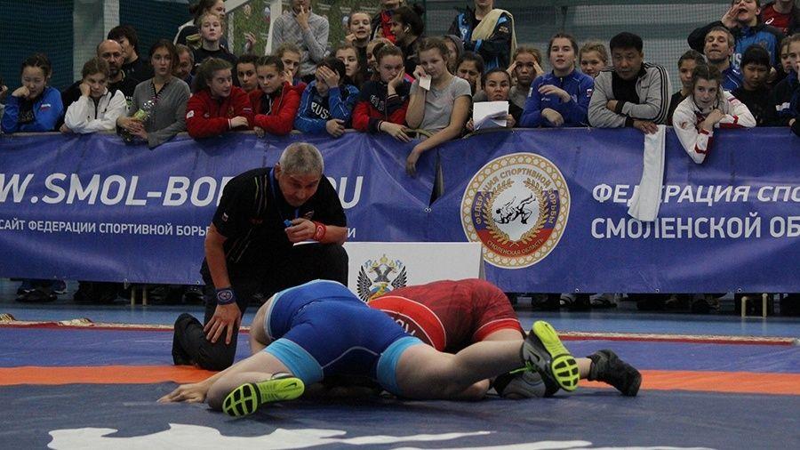 Ника Кучеренко из Евпатории – пятая на юниорских соревнованиях по женской борьбе в Смоленске