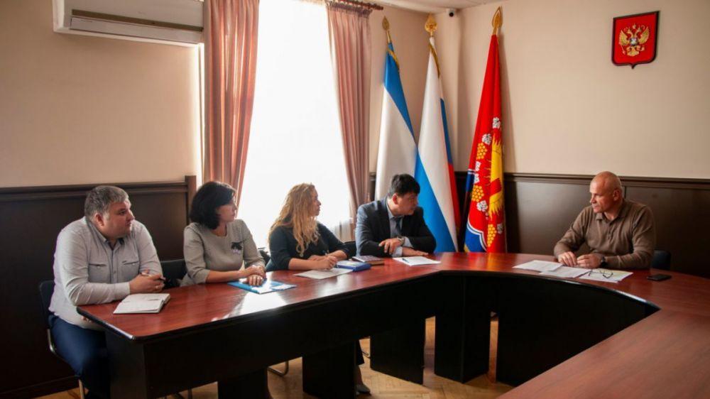 Игорь Степиков обсудил с налоговиками проблемные вопросы округа
