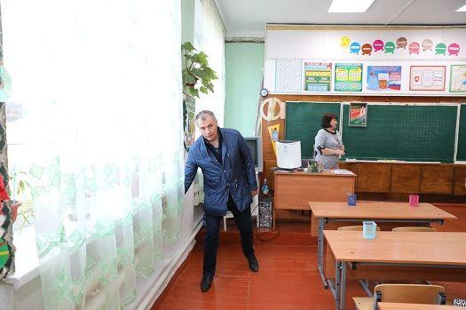 Владимир Константинов посетил объекты образования и сельхозпредприятие Раздольненского района
