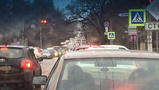 Симферополь встал в пробках: перекрыты дороги