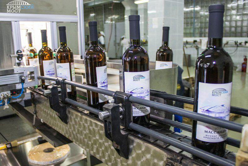 В конце года в продаже появится коллекционное вино «Крымский мост»