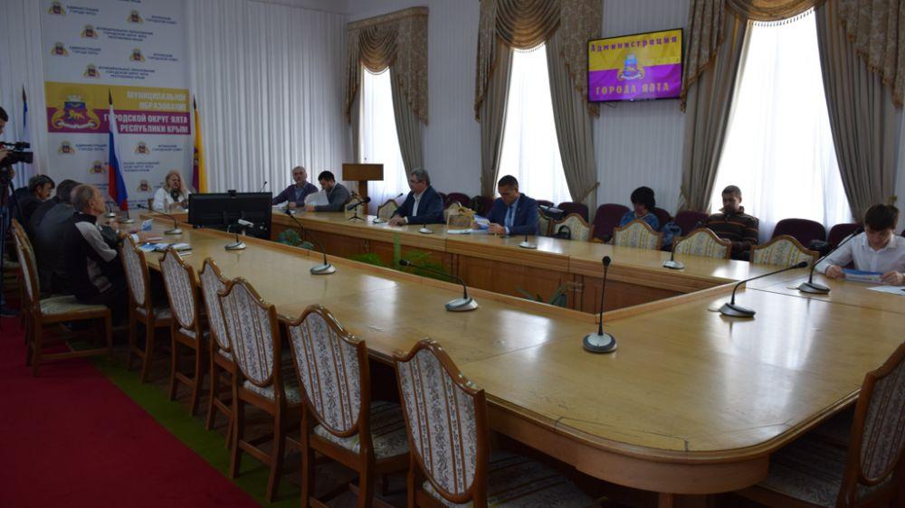 В Ялте обсудили возможность использования производимых в Крыму электромобилей