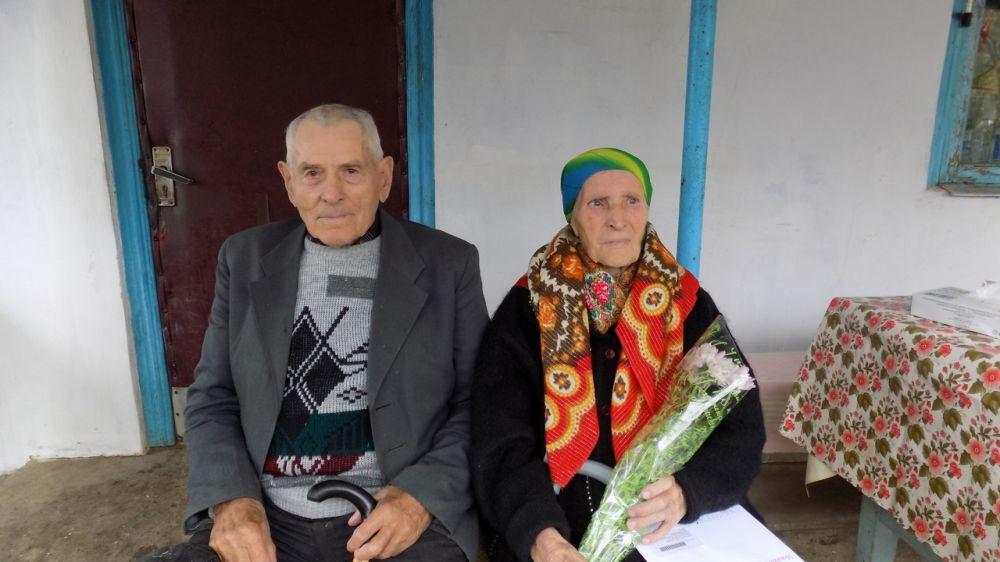 В Красногвардейском районе поздравили семейную пару с 70-летием со дня свадьбы