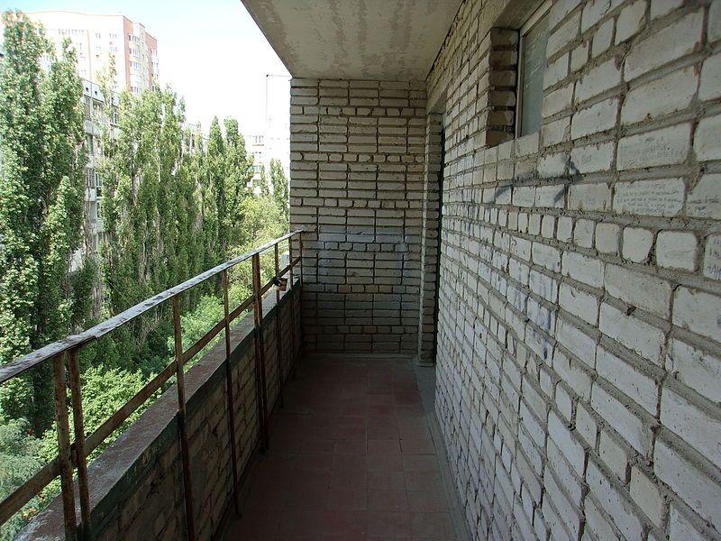 В Ялте мужчина убил знакомого, сбросив его с балкона