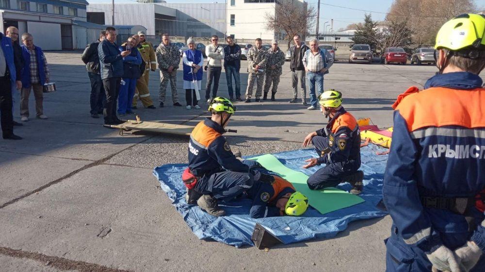 Спасатели Симферопольского АСО «КРЫМ-СПАС» провели тренировку на потенциально опасном объекте
