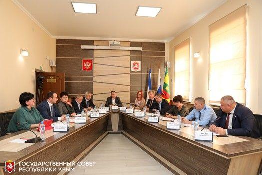 Состояние дел и перспективы развития жилищно-коммунального хозяйства Евпатории обсудили на заседании Комитета по жилищной политике и ЖКХ