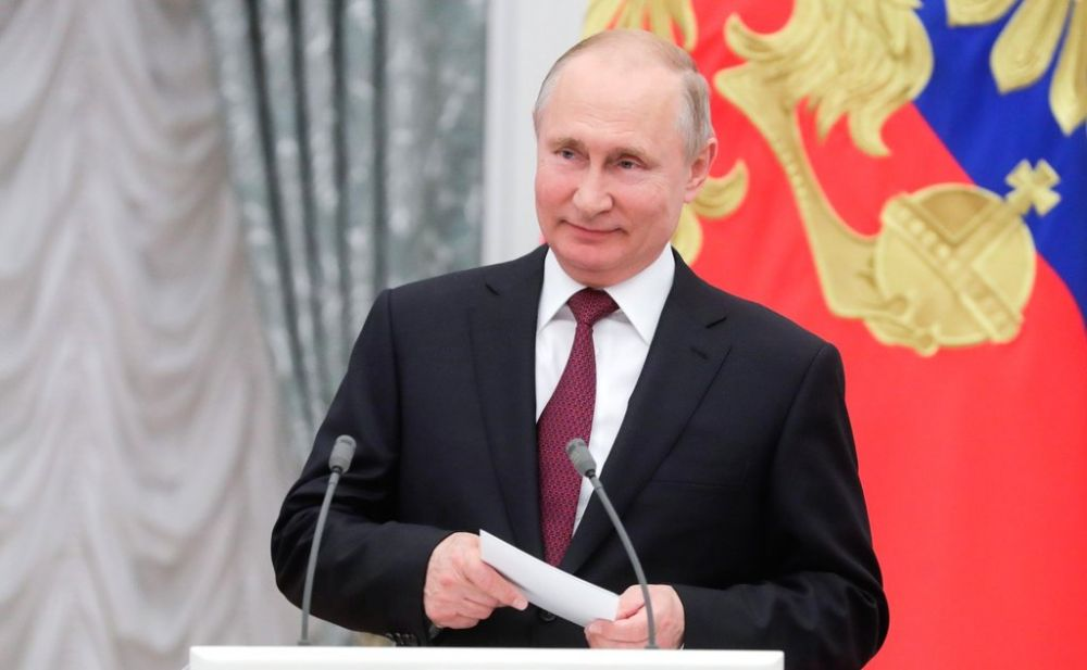 Путин вручил государственные награды выдающимся соотечественникам