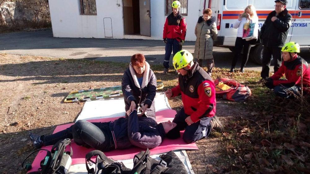 Специалисты ГКУ РК «КРЫМ-СПАС» провели тренировочное занятие на базе университета