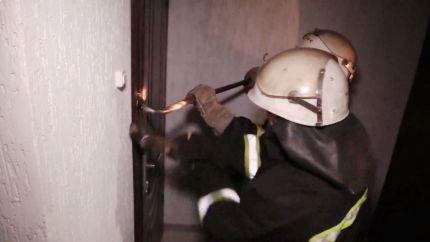 В Красноперекопске пожарные освободили детей из запертой квартиры