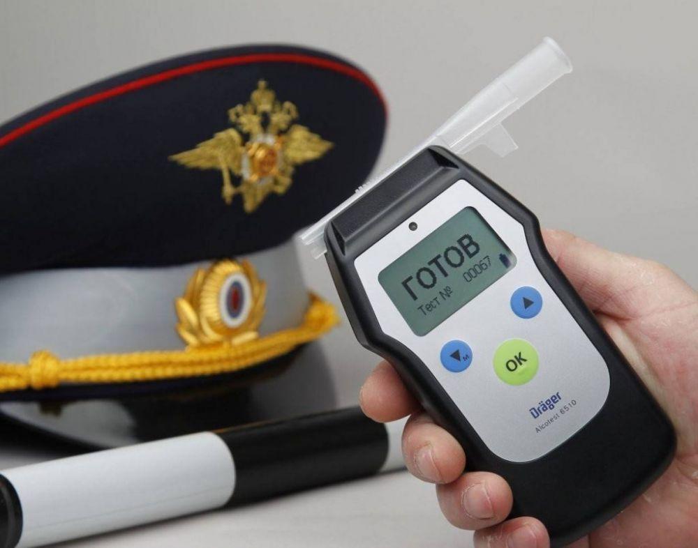 В Евпатории сотрудники ОГИБДД проводят контроль трезвости водителей