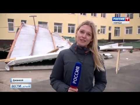 В Крыму ураган срывал крыши зданий и деревья