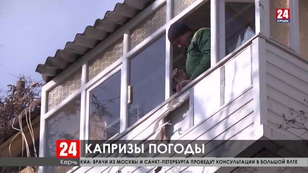 Сорванные крыши, поваленные деревья, оборванные провода. В Крыму устраняют последствия непогоды