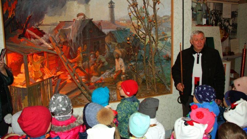 В музее Пожарной охраны провели экскурсию для юных гостей