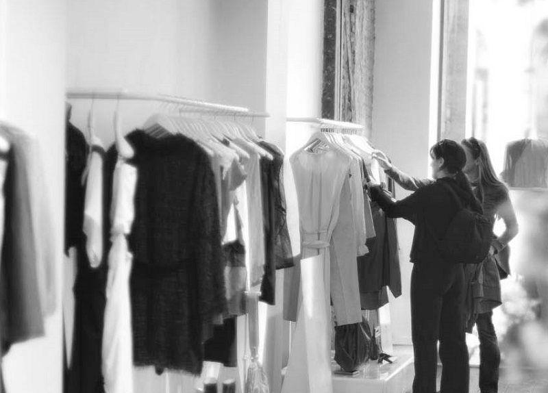 Полиция Симферополя задержала молодую пару, «промышлявшую» в магазине одежды