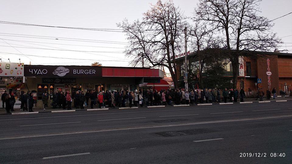 Толпы на остановках, пробки на дорогах: чем обернулось перекрытие моста на ул. Гагарина