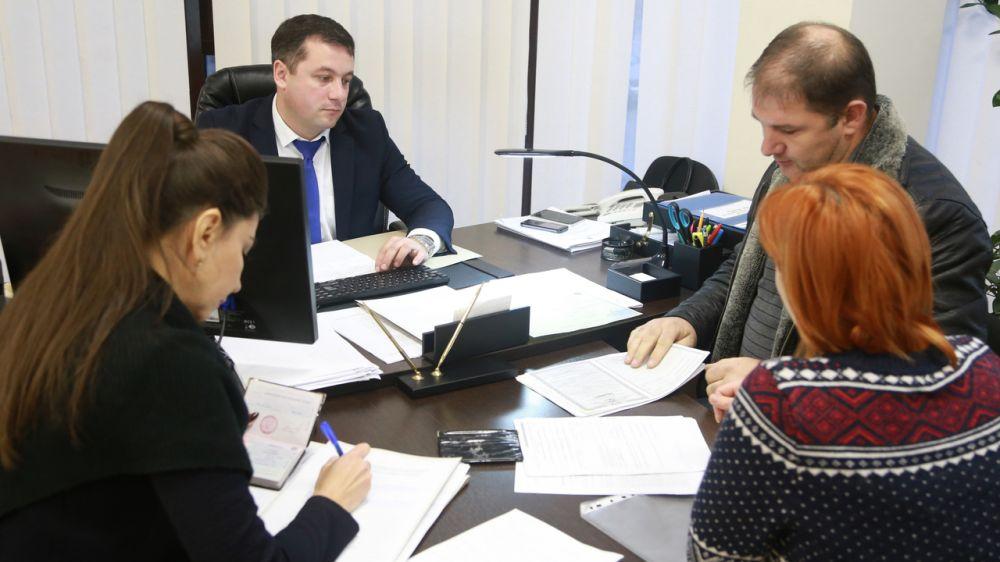 При оформлении наследства у нотариуса, гражданам нет необходимости самостоятельно обращаться за регистрацией прав на недвижимость — Дилявер Якубов