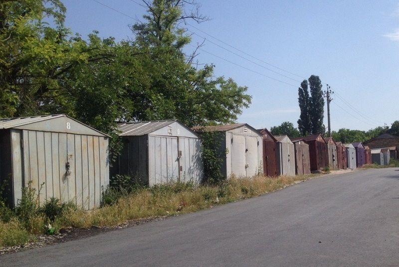 В Симферополе по требованию прокуратуры снесут 33 гаража… возле одного дома