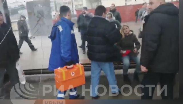 Появилось видео ДТП в центре Симферополя: машина врезалась в остановку