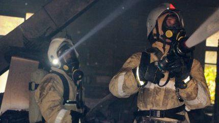 Крымские огнеборцы спасли женщину на пожаре в Джанкойском районе