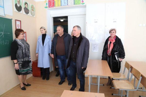 Владимир Константинов посетил объекты образования Бахчисарайского района