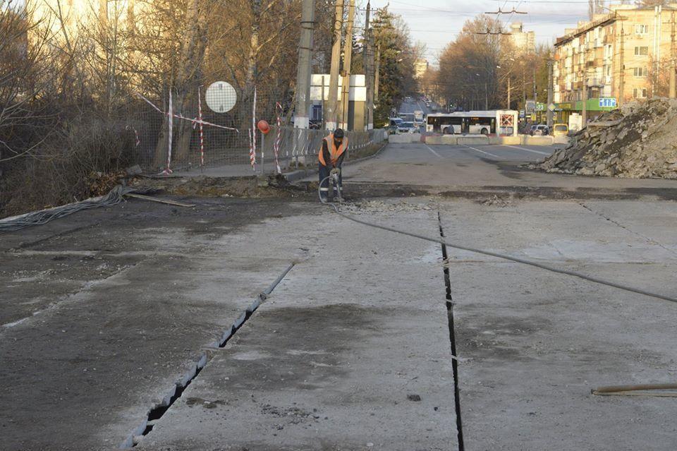 Власти Симферополя рассказали, как проходит ремонт моста на улице Гагарина