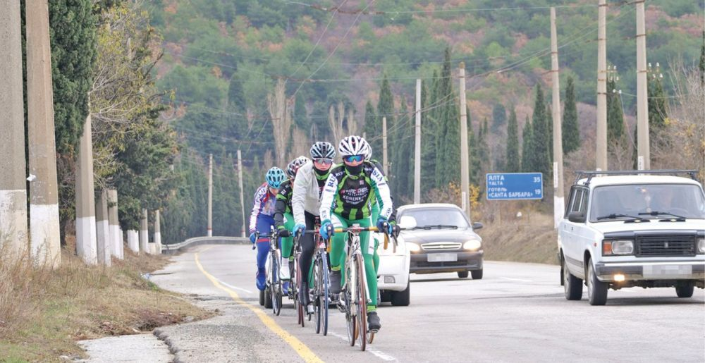 Ежедневно сильнейшие велосипедистки страны проезжают до 100 км по трассам Крыма