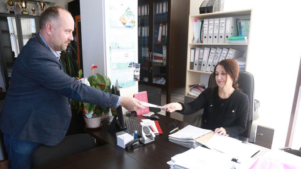 Специалистам Госкомрегистра напомнили о запретах и ограничениях на получение подарков