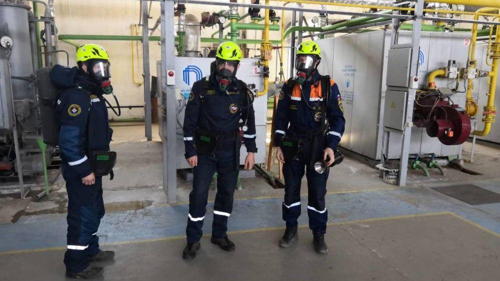Газоспасатели «КРЫМ-СПАС» продолжают совершенствовать навыки работы на потенциально опасных объектах