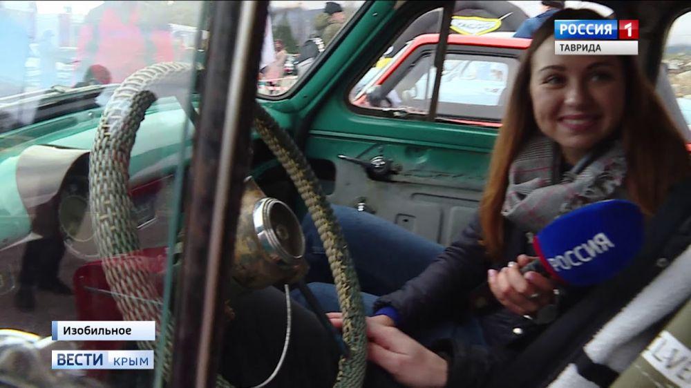 Новогодний авто-мото фестиваль в Алуште собрал сотни необычных авто