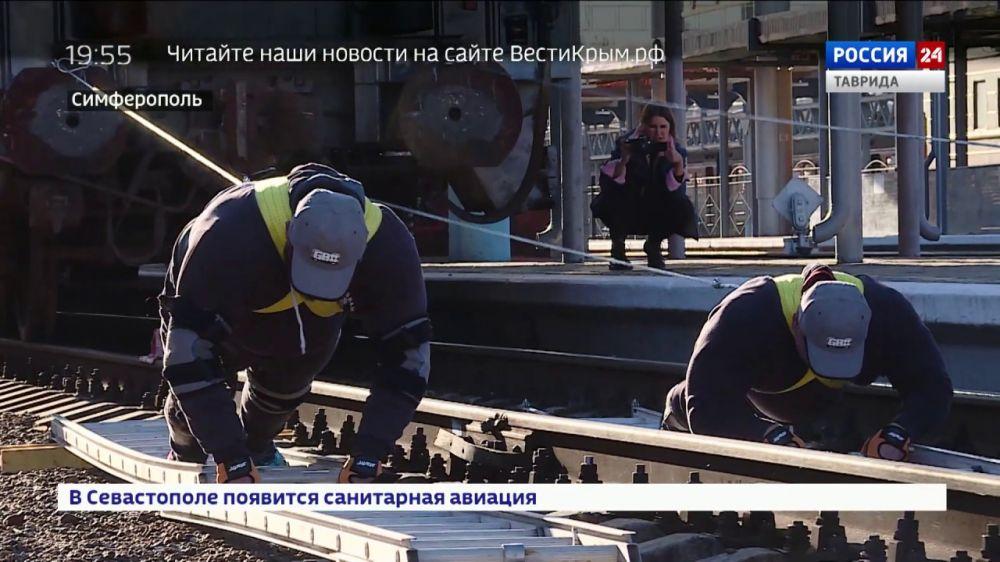 На пути к рекорду: силачи сдвинули 800-тонный состав на вокзале в Симферополе