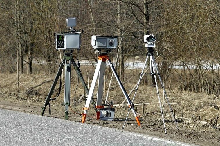 На заметку водителям: в Крыму стали известны новые адреса камер-треног