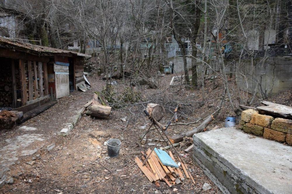 Чиновники: больше всего жалоб на мусор от горожан поступило «Ялтинской похоронной компании»