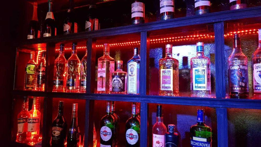 Специалисты Минпрома Крыма проверили легальность нахождения в обороте алкогольной продукции