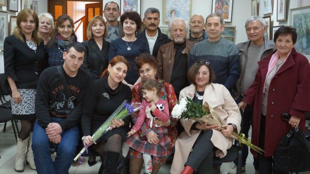 Открылась персональная выставка, приуроченная к 80-летнему юбилею заслуженного художника Крыма Заремы Трасиновой