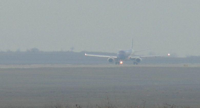Аэропорт Симферополя начал принимать рейсы, задержанные из-за густого тумана