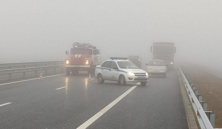 ДТП на автодороге «Таврида» — легковушка врезалась в экскаватор