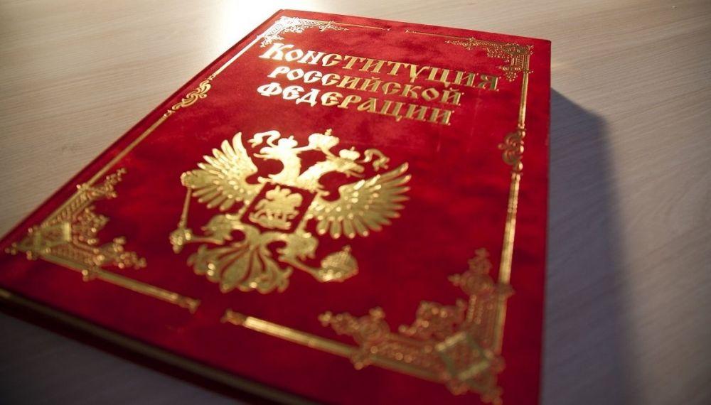Михаил Развожаев поздравил севастопольцев с Днем Конституции
