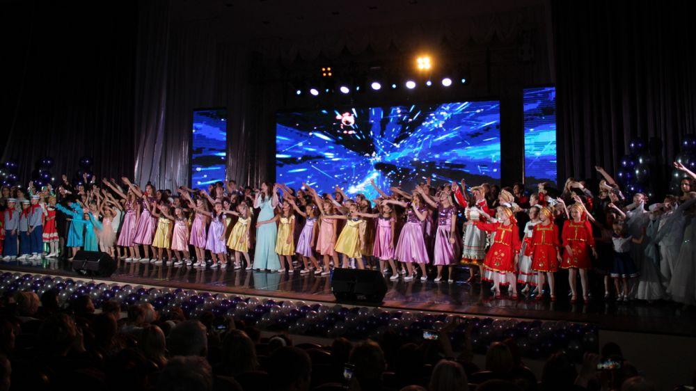В Симферополе состоялась торжественная церемония награждения победителей фестиваля-конкурса детского творчества «Крым в сердце моём»